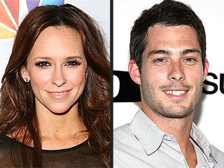 Pregnant Jennifer Love Hewitt Is Engaged | Brian Hallisay, Jennifer Love Hewitt