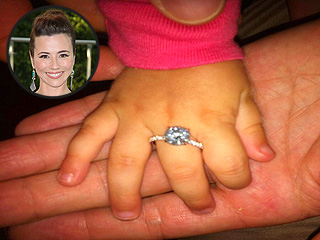 See Linda Cardellini's Engagement Ring | Linda Cardinelli