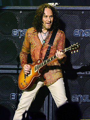 Def Leppard Guitarist Vivian Campbell Treated for Hodgkin Lymphoma
