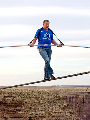 Nik Wallenda Walks Across Grand Canyon on a Wire – and Without a Harness
