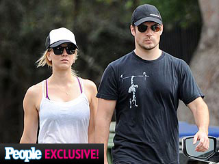 PHOTO: New Couple Henry Cavill & Kaley Cuoco Go Hiking in L.A. | Henry Cavill