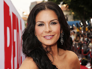 PHOTO: Catherine Zeta-Jones Stuns at First Post-Treatment Red Carpet | Catherine Zeta-Jones