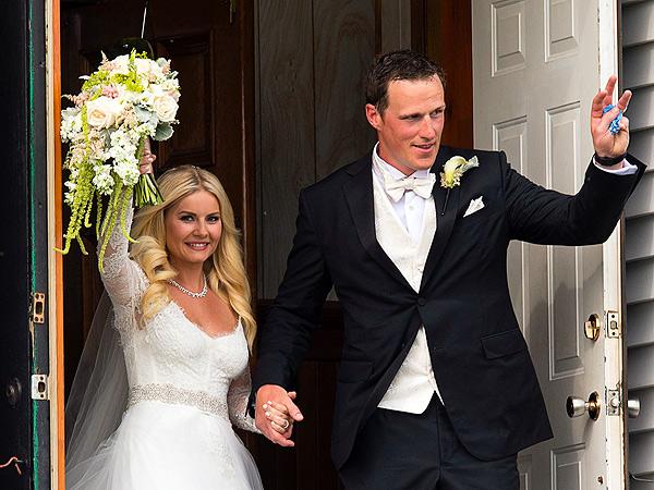 Elisha Cuthbert Weds Dion Phaneuf