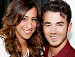 Kevin Jonas Shares Danielle's Pregnancy Craving – Grapes!