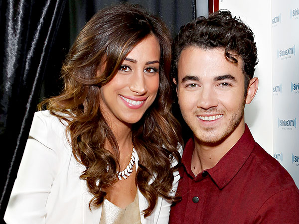 Kevin & Danielle Jonas Baby News Makes Readers Happy