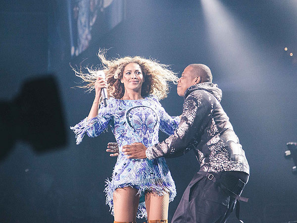 Beyoncé Gets Surprise Kiss Onstage