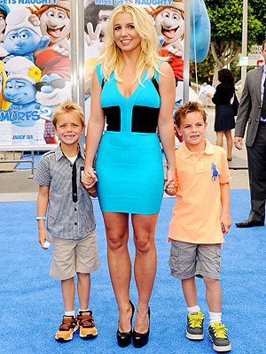 Britney Spears & Sons Walk the Red Carpet at The Smurfs 2 Premiere