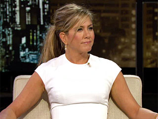 Jennifer Aniston & Justin Theroux Are Chicken Farmers but Not Nudists | Chelsea Lately, Jennifer Aniston