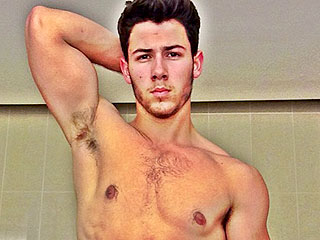 PHOTO: Nick Jonas Looks Ab-tastic In Sexy Selfie