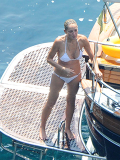PHOTO: Sharon Stone Stays Bikini Fit at 55 | Sharon Stone