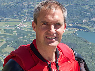 James Bond Parachute Stuntman from London Olympics Dies in Fall