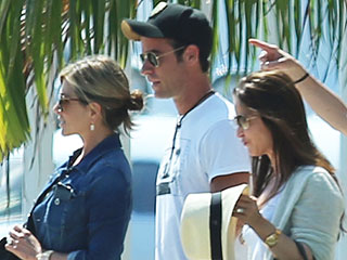 PHOTO: Jennifer Aniston & Justin Theroux Arrive in Mexico for Sun-Soaked Holiday