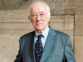 Seamus Heaney, Irish Nobel Prize-Winning Poet, Dies at 74