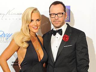 PHOTO: Jenny McCarthy & Donnie Wahlberg Make Red Carpet Debut