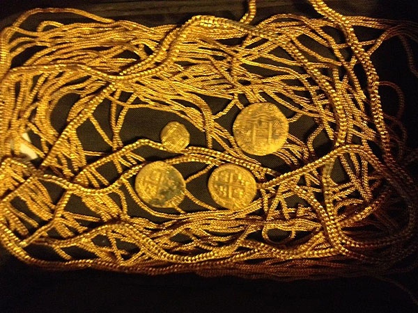 Treasure-Hunting Family Finds $300,000 in Spanish Gold