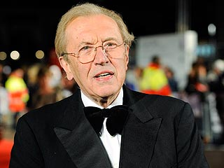 David Frost, Known for Nixon Interview, Dies Onboard a Cruise Ship