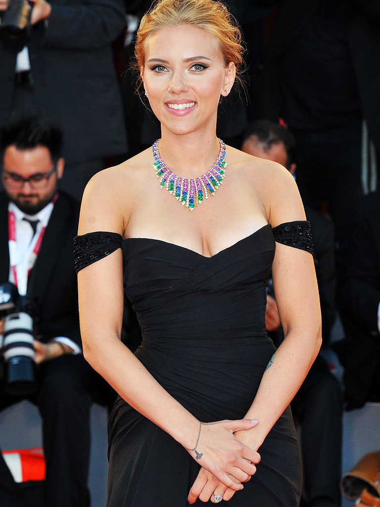 scarlett johansson engaged to - photo #49