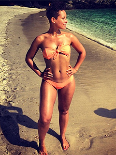 PHOTO: Bikini-Clad Alicia Keys Channels Halle Berry's Bond Girl | Alicia Keys
