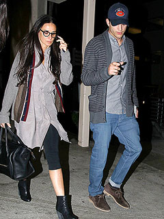 PHOTO: Ashton Kutcher and Demi Moore Reunite at Airport | Ashton Kutcher, Demi Moore