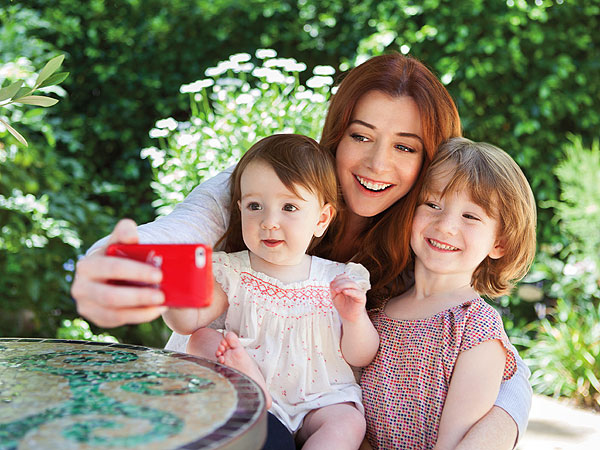 Alyson Hannigan Smiling It Forward