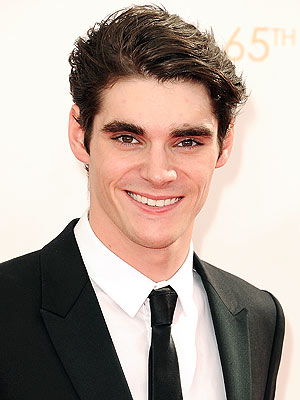 RJ Mitte earned a  million dollar salary - leaving the net worth at 2.5 million in 2017