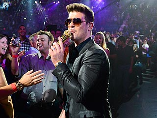 Watch Robin Thicke's Emotional Onstage Tribute to Paula Patton