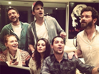PHOTO: That '70s Show Cast Reunites – and Sings