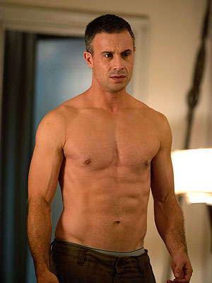 Freddie Prinze Jr. Is Back! And He's Got a Six-Pack| Witches of East End, Freddie Prinze Jr., Sarah Michelle Gellar