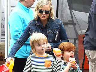 PHOTO: Cute and Healthy! Amy Poehler & Her Sons Visit a Farmers Market