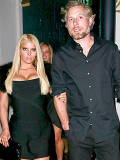 PHOTO: Jessica Simpson Stuns in Little Black Dress