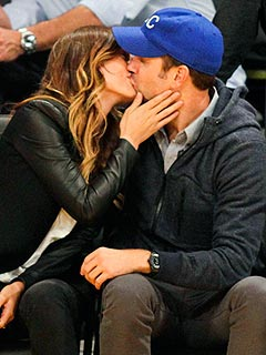 PHOTO: Olivia Wilde & Jason Sudeikis Smooch at Lakers Game