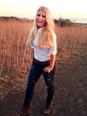 Jessica Simpson Shows Off Her Fab Post-Baby Figure – Again
