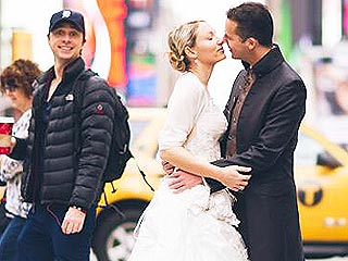 See Zach Braff Photobomb Newlyweds in Cheeky Pic