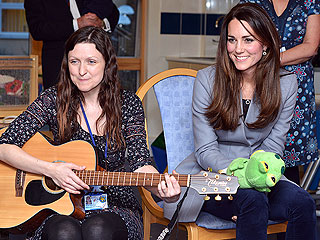 Kate Sings Nursery Rhymes on Visit to Children's Hospice
