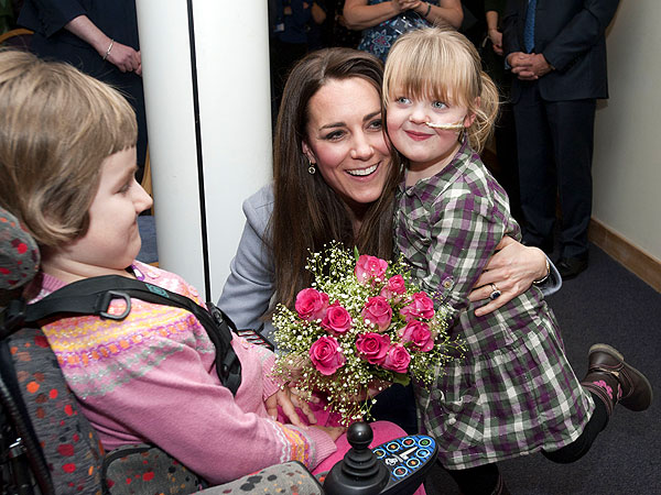 Kate Sings Nursery Rhymes During Visit to Children's Hospice| Kate Middleton, Prince George