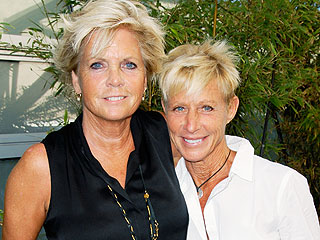 Meredith Baxter Ties the Knot!