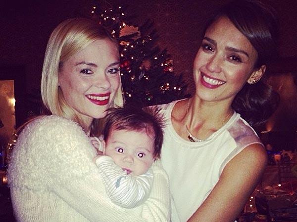 Jessica Alba Jamie King Christmas Hug