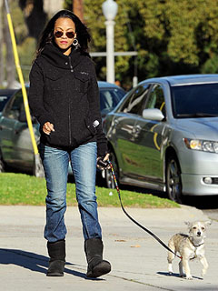PHOTO: Zoë Saldana Walks Dog Mugsy Post-Split | Zoe Saldana