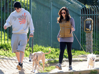PHOTO: Channing & Jenna Dewan-Tatum Take (Pregnant) Pause for Dog Walk | Channing Tatum, Jenna Dewan