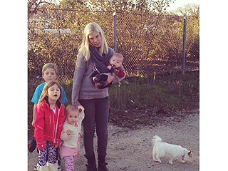 Need a Lift? Tori Spelling and Her (Furry) Family Get Stranded | Tori Spelling