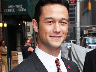 PHOTO: When Joseph Gordon-Levitt Cuddles a Kitten, We All Win