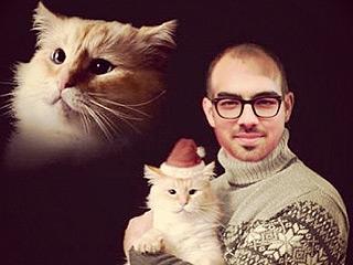 Joe Jonas Is Balding, Cuddling a Kitten in His Holiday Card