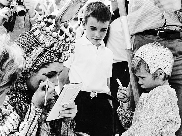 Elizabeth Taylor's Family Shares Never-Before-Seen Photos of Star| Elizabeth Taylor