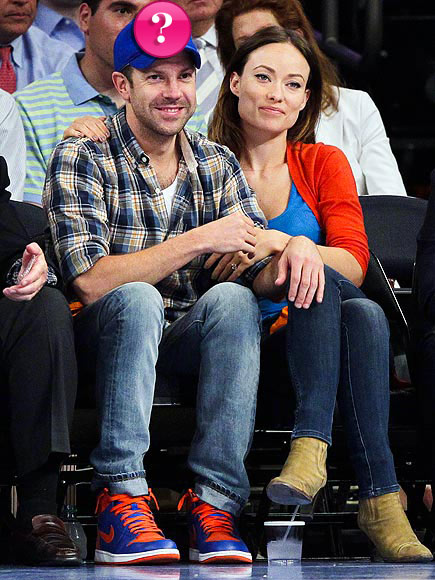 Jason Sudeikis and fiancée Olivia Wilde show their support for which team? | Jason Sudeikis, Olivia Wilde