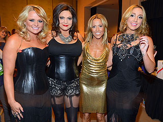What Happens in Vegas! Blake Shelton Has Run-In with Four Naked Ladies Pre-ACMs | Sheryl Crow