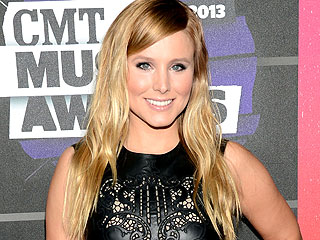 Kristen Bell Reveals Backstage Beauty Secret at the CMTs – a Breast Pump!