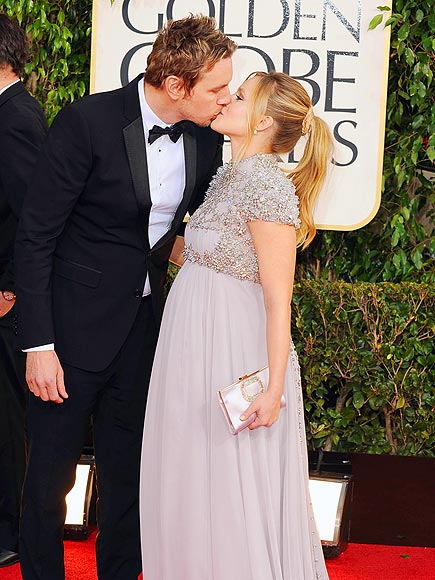 Couples Show the Love on the Globes Carpet