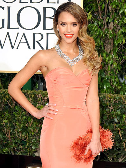 JESSICA ALBA'S FURRY CLUTCH photo | Jessica Alba