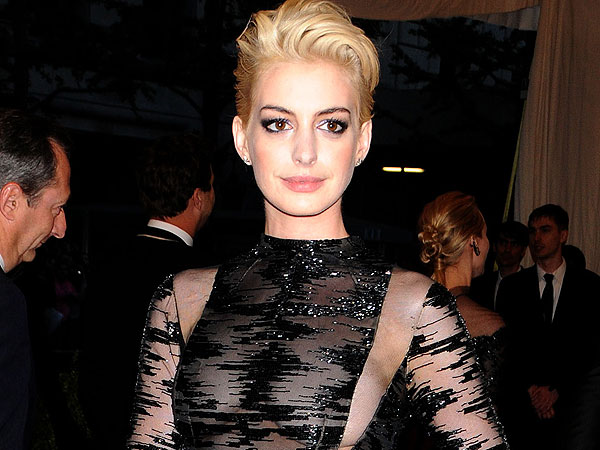 Anne Hathaway Met Gala Blonde Hair