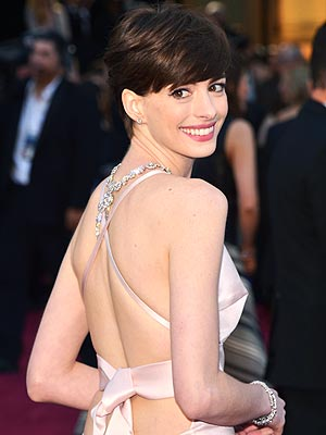 Anne Hathaway to Present at the Oscars | Anne Hathaway